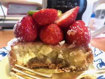 2021Sep21-Cake2 - 1.jpeg